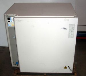 Heraeus BB 6220 (with glass screen) Air-Jacketed CO2 Incubator